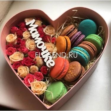 Цветы и макаронс в коробке № 197