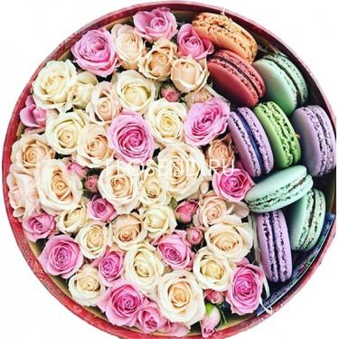 Цветы и макаронс в коробке № 187
